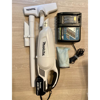 Makita - マキタ 充電式クリーナー バッテリー充電器セット CL180FD