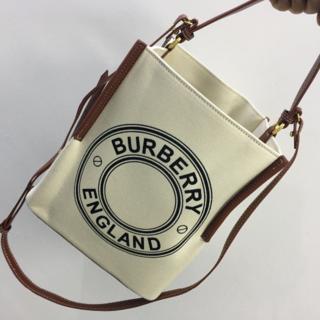 バーバリー(BURBERRY)のBurberry Smallロゴグラフィックキャンバスペギーバケット(トートバッグ)