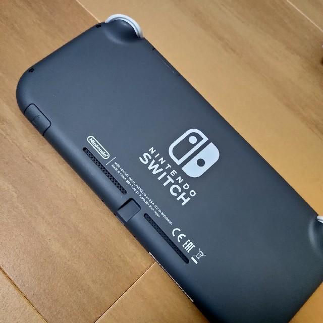 Nintendo Switch(ニンテンドースイッチ)のSwitch lite グレー 美品中古 エンタメ/ホビーのゲームソフト/ゲーム機本体(家庭用ゲーム機本体)の商品写真