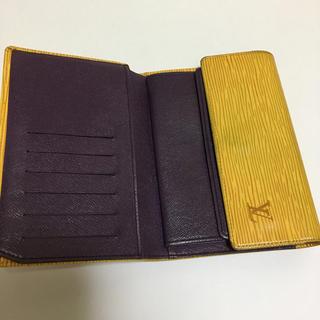 ルイヴィトン(LOUIS VUITTON)の三つ折り財布・エピ ルイヴィトン(折り財布)
