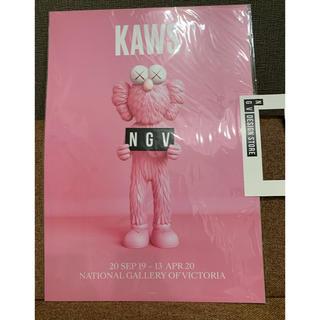 メディコムトイ(MEDICOM TOY)の【新品】KAWS ポスター NGV BFF PINK ピンク(ポスター)
