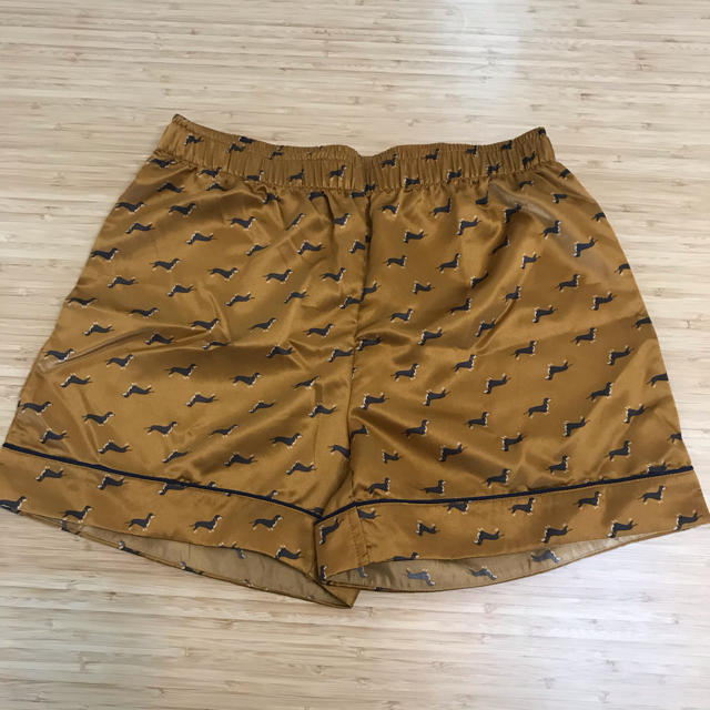 GU(ジーユー)のGU ジーユー サテン パジャマ/M 半袖 レディースのルームウェア/パジャマ(パジャマ)の商品写真