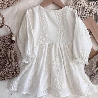 petit main - 韓国子供服 ホワイトフラワー刺繍ワンピース