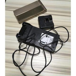 パナソニック(Panasonic)のau W62P  本体+充電器セット(携帯電話本体)