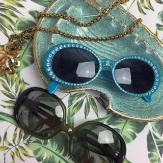 シャネル(CHANEL)のヴィンテージCHANELストーンサングラス ブルー水色(サングラス/メガネ)