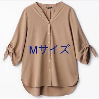 シマムラ(しまむら)のmumu しまむら コラボ 袖リボンバンドカラーシャツ M ベージュ 新品 完売(シャツ/ブラウス(長袖/七分))