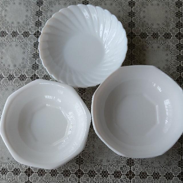 山崎製パン(ヤマザキセイパン)のヤマザキ 白い器 7枚 インテリア/住まい/日用品のキッチン/食器(食器)の商品写真