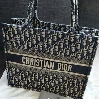 ディオール(Dior)のDiorブックトート スモール(トートバッグ)