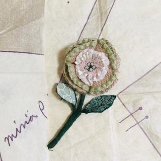 ミナペルホネン(mina perhonen)のお花ブローチ ミナペルホネン生地(ブローチ/コサージュ)