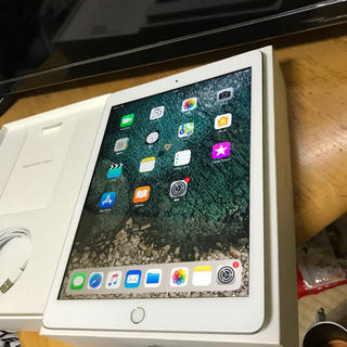 iPad - ほぼ新品 iPad6 32GB セルラーモデル アイパッド 第6世代