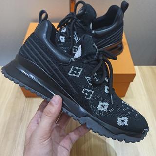 ルイヴィトン(LOUIS VUITTON)のLouis 靴 シューズ スニーカー 黒 新品(スニーカー)