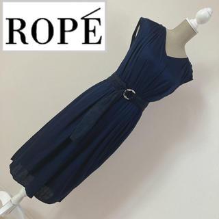 ロペ(ROPE)のロペ ベルト付Vネックワンピース ネイビー(ひざ丈ワンピース)