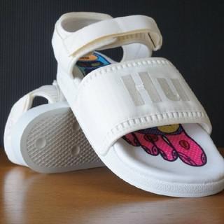 adidas - adidas アディダス  ADILETTE  ファレル ウィリアムス 白
