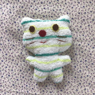 ネコのぬいぐるみ No.5 (緑ボーダー、赤鼻)(ぬいぐるみ)