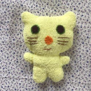 ネコのぬいぐるみ No.6 (パステルイエロー、オレンジ鼻)(ぬいぐるみ)