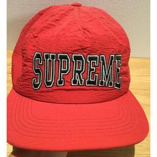 シュプリーム(Supreme)のシュプリーム⭐️赤キャップ 帽子  黒ロゴ(キャップ)