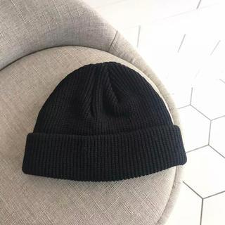 【新品未使用】ニットキャップ ビーニー ニット帽 浅め ブラック 黒(ニット帽/ビーニー)