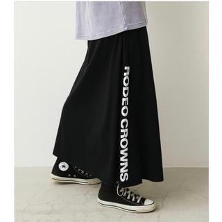 ロデオクラウンズワイドボウル(RODEO CROWNS WIDE BOWL)のロデオ★ LOGOサイドスリットスカート【ブラック】(ロングスカート)
