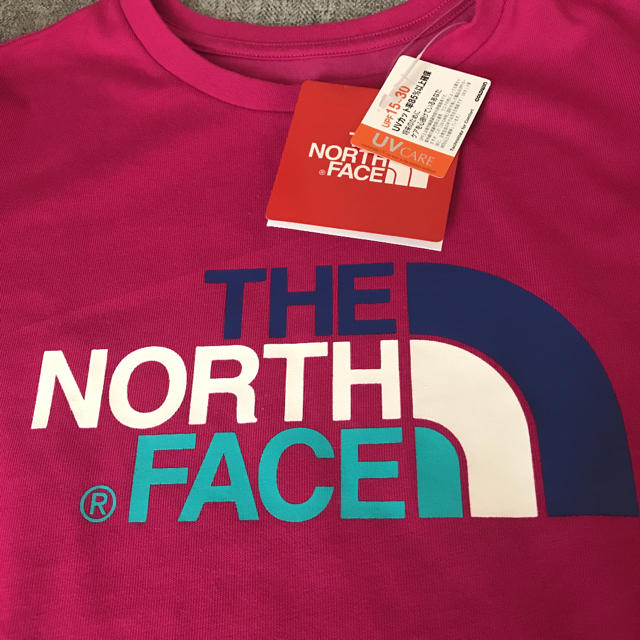 THE NORTH FACE(ザノースフェイス)の新品 ノースフェイス ロゴ Tシャツ 140   キッズ/ベビー/マタニティのキッズ服女の子用(90cm~)(Tシャツ/カットソー)の商品写真