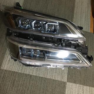 トヨタ(トヨタ)の30 ヴェルファイア 3眼ヘッドライト 右(車種別パーツ)