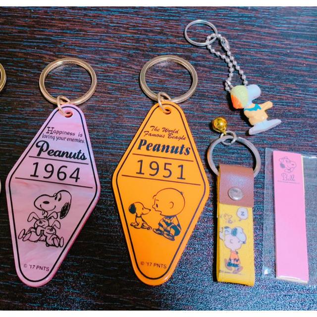 SNOOPY(スヌーピー)のスヌーピー チャーリーブラウン  キーホルダー エンタメ/ホビーのおもちゃ/ぬいぐるみ(キャラクターグッズ)の商品写真