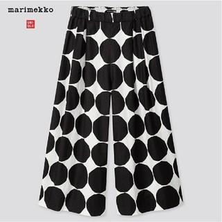 マリメッコ(marimekko)のユニクロ × マリメッコ ワイドパンツ(ブラック) M(カジュアルパンツ)