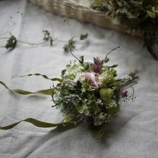アナベルと野の花の手のひらブーケ(ドライフラワー)