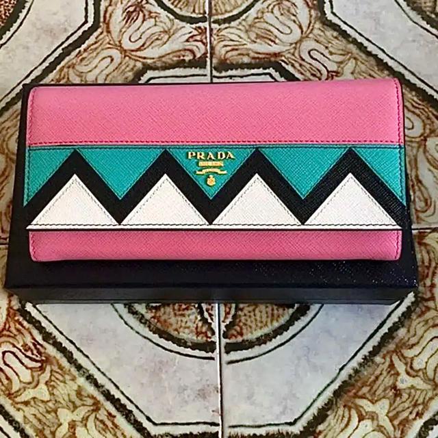 PRADA(プラダ)のプラダ サフィアーノ マルチカラー 新品 レディースのファッション小物(財布)の商品写真