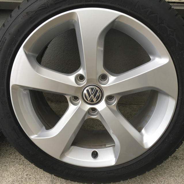 Volkswagen(フォルクスワーゲン)のゴルフ7GTI 純正ホイール(4本) 自動車/バイクの自動車(タイヤ・ホイールセット)の商品写真