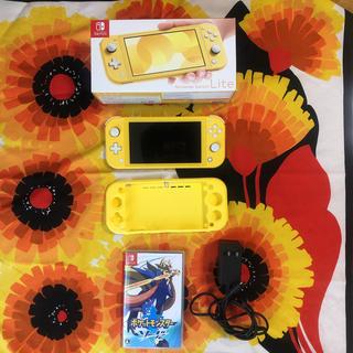 ニンテンドースイッチ(Nintendo Switch)のNINTENDO SWITCH LITEとポケモンソード(携帯用ゲームソフト)