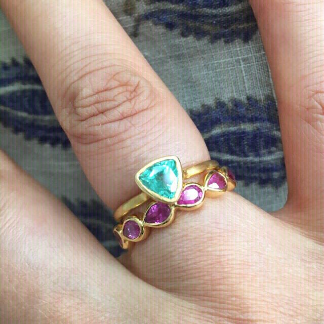 K14 トリリオンカット エメラルド リング インドジュエリー  レディースのアクセサリー(リング(指輪))の商品写真