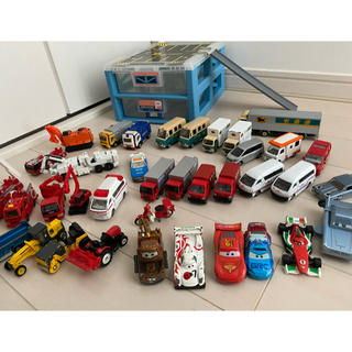 TOMMY - トミカ パーキング収納ケース、郵便車、救急車、消防車など働く車