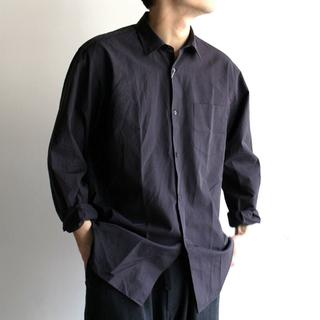 コモリ(COMOLI)のcomoli シャツ BLACK(シャツ)