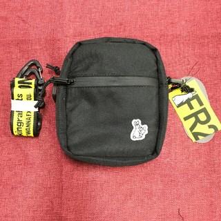ヴァンキッシュ(VANQUISH)の人気品 新品 FR2 スモール ショルダーバッグ 黒(ショルダーバッグ)