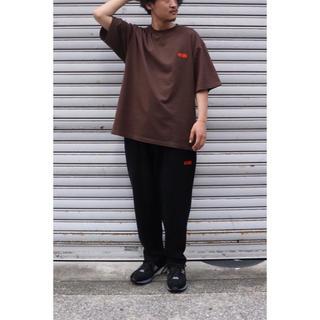 ワンエルディーケーセレクト(1LDK SELECT)の新品未開封 SEESEE MUNI LOGO TEE BROWN/ORANGE(Tシャツ/カットソー(半袖/袖なし))