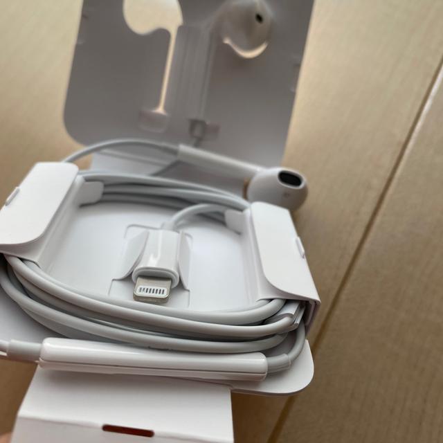 Apple(アップル)のiPhone x 付属品 純正イヤホン スマホ/家電/カメラのオーディオ機器(ヘッドフォン/イヤフォン)の商品写真