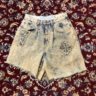 アンダーカバー(UNDERCOVER)のUSA VINTAGE high-bleaching studs shorts(ショートパンツ)