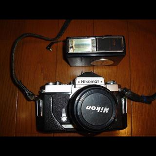 ニコン(Nikon)のお宝!NIKON Nikomat フイルムカメラ+フラッシュ(フィルムカメラ)