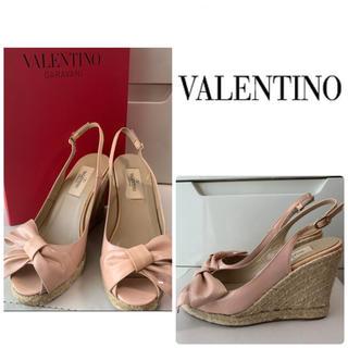 VALENTINO - VALENTINO ピンクパテント リボン サンダル