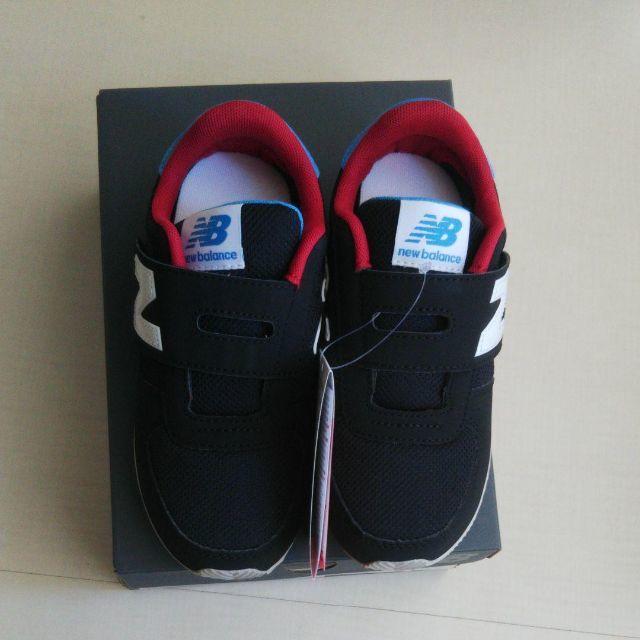 New Balance(ニューバランス)の17cm★ニューバランス☆キッズスニーカー PV220 ブラック/レッド キッズ/ベビー/マタニティのキッズ靴/シューズ(15cm~)(スニーカー)の商品写真