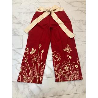 アンナモリナーリ(ANNA MOLINARI)のアンナモリナーニ 真っ赤な花柄パンツ 38(カジュアルパンツ)