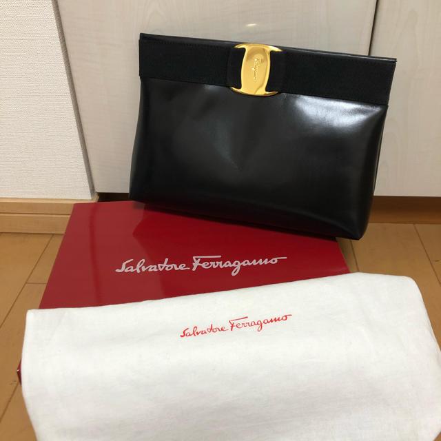 Salvatore Ferragamo(サルヴァトーレフェラガモ)のヴァラ クラッチ ショルダーバッグ レザー 黒 2WAY レディースのバッグ(ショルダーバッグ)の商品写真