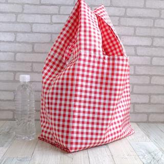 普段使いにちょうどいいサイズのレジ袋型エコバッグ・赤チェック黒タグ(バッグ)