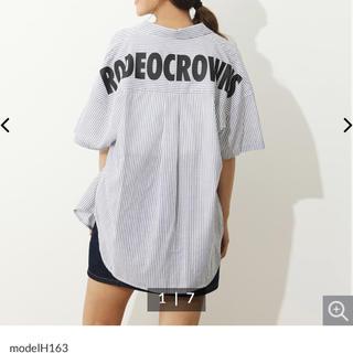 ロデオクラウンズワイドボウル(RODEO CROWNS WIDE BOWL)のロデオクラウンズ   バックロゴストライプビッグシャツ(シャツ/ブラウス(半袖/袖なし))
