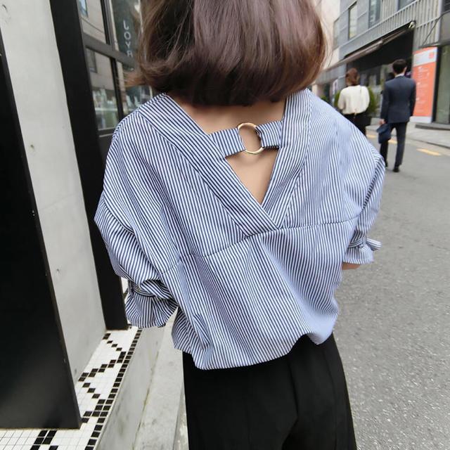 ROYAL PARTY(ロイヤルパーティー)のVデザインストライプ七分袖シャツ(ブルー) レディースのトップス(シャツ/ブラウス(長袖/七分))の商品写真