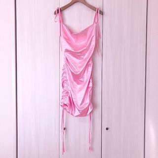 新品 サテン シャーリング タイトドレス  ピンク ミニワンピ