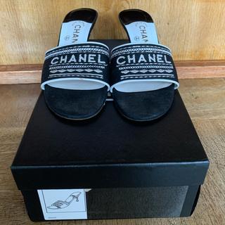 シャネル(CHANEL)の正規品 ❤️シャネル❤️ブラック×ホワイト CHANELロゴ入りミュール (ミュール)