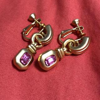 Grimoire - ヴィンテージ つや消し ゴールド キラキラ 小ぶり 揺れる ピンク イヤリング