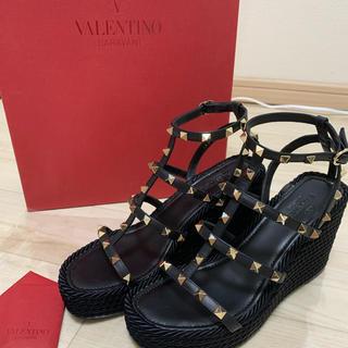 VALENTINO - 【美品】ヴァレンティノ  ロッグスタッズサンダル ウェッジ