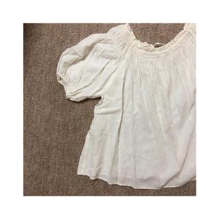 ナチュラルクチュール(natural couture)のシャーリング 2way オフショルダー ホワイト オフホワイト(シャツ/ブラウス(半袖/袖なし))